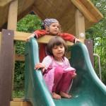 Neuer Klettertrum mit Rutsche für unseren Spielplatz - Danke allen Spendern