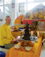 Sitaram gibt Pujas und Workshops in den Yoga Vidya Stadtzentren und Yogaschulen