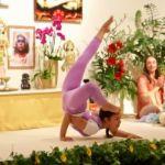 Erstaunliche fortgeschrittene Yoga Vorführung