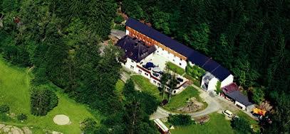 Das Haus Yoga Vidya Westerwald ist wunderbar idyllisch mtten im Wald gelegen