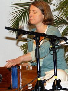 Kirtan und Harmonium - Yogalehrer Weiterbildung