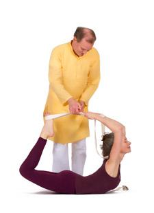 Hilfsmittel schlau eingesetzt - Yogalehrer Weiterbildung