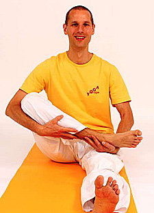 Orientierung, Ausrichtung und Anleitung der Yoga Vidya Grundreihe nach biomechanischen Gesetzen
