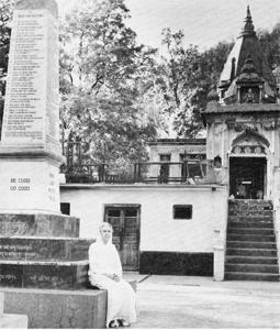 Pilgerin vor dem Sivananda Asram