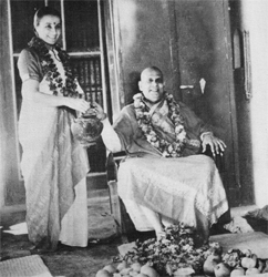 Swamiji mit Swami Sivananda-Radha aus Kanada